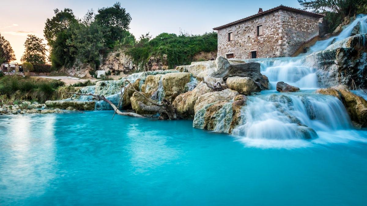 Besuchen Saturnia Hot springs   Cascate del Mulino