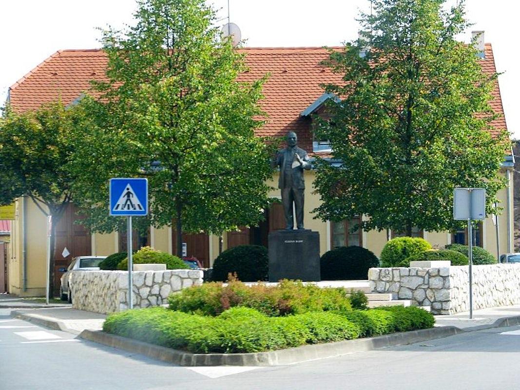 Visit Stjepan Radic Monument Petrinja