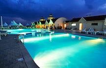 The Vahakni outdoor swimming pool