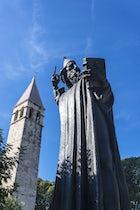 Grgur Ninski Monument