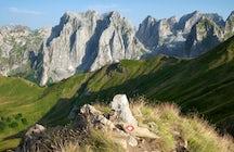 Karanfili Peak (2460)