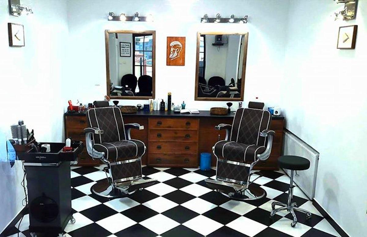 Visit Monkeys Barber Shop Salon Fryzjerski