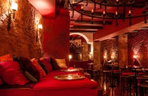 Eat and have a luxury coctail in La Fianna