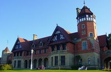 Enter the Miramar Palace in San Sebastian