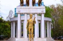 """Visit the monument """"Fallen heroes"""" in  Zena-park"""