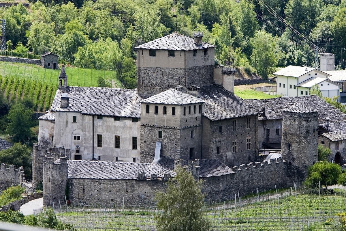 Visit Castello Sarriod De La Tour