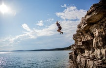 Cliff Jumping Split