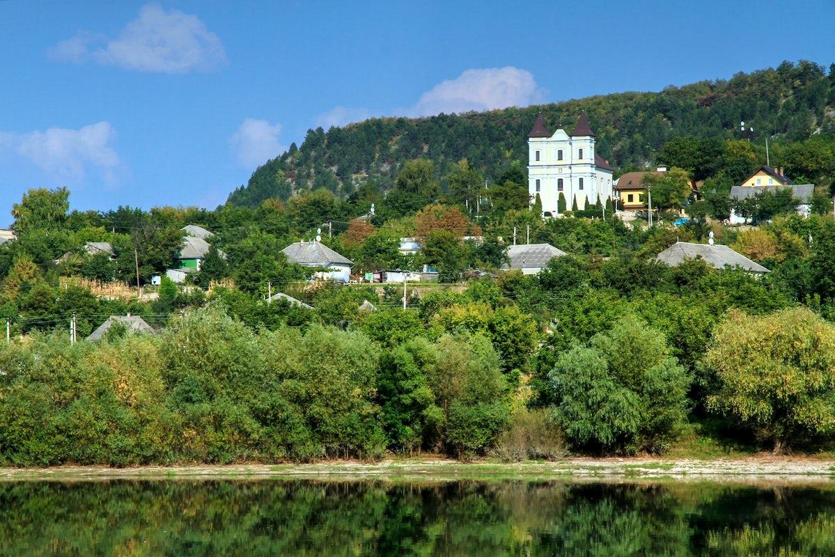 него молдова село сокол фото горы она