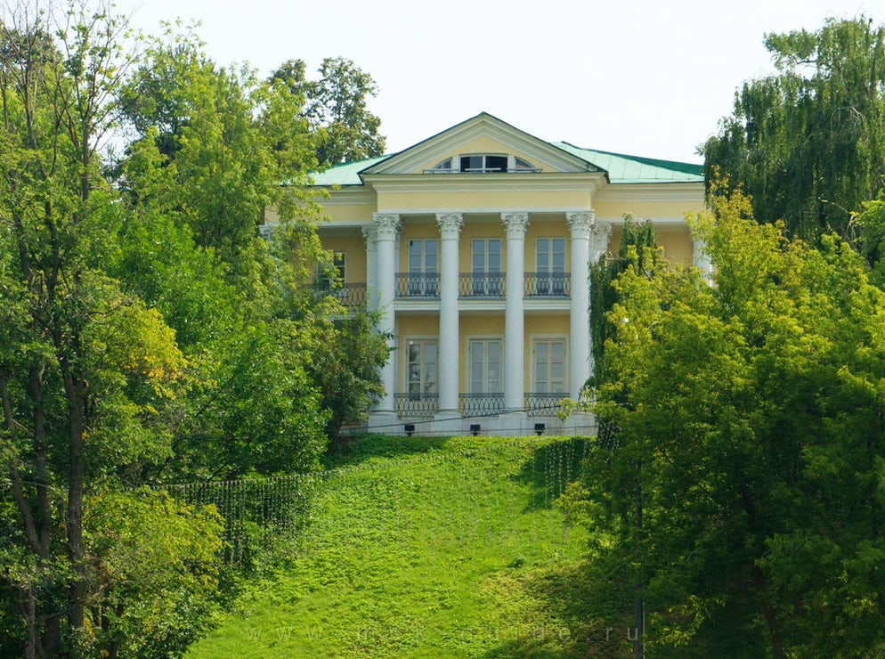 Photo © credits to msk-guide.ru. Former summer house of Count Orlov