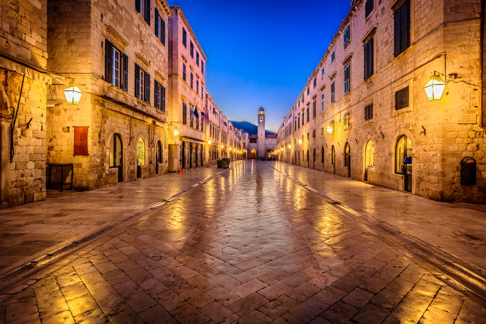 Stradun at night; Photo © credits: Dreamer4787
