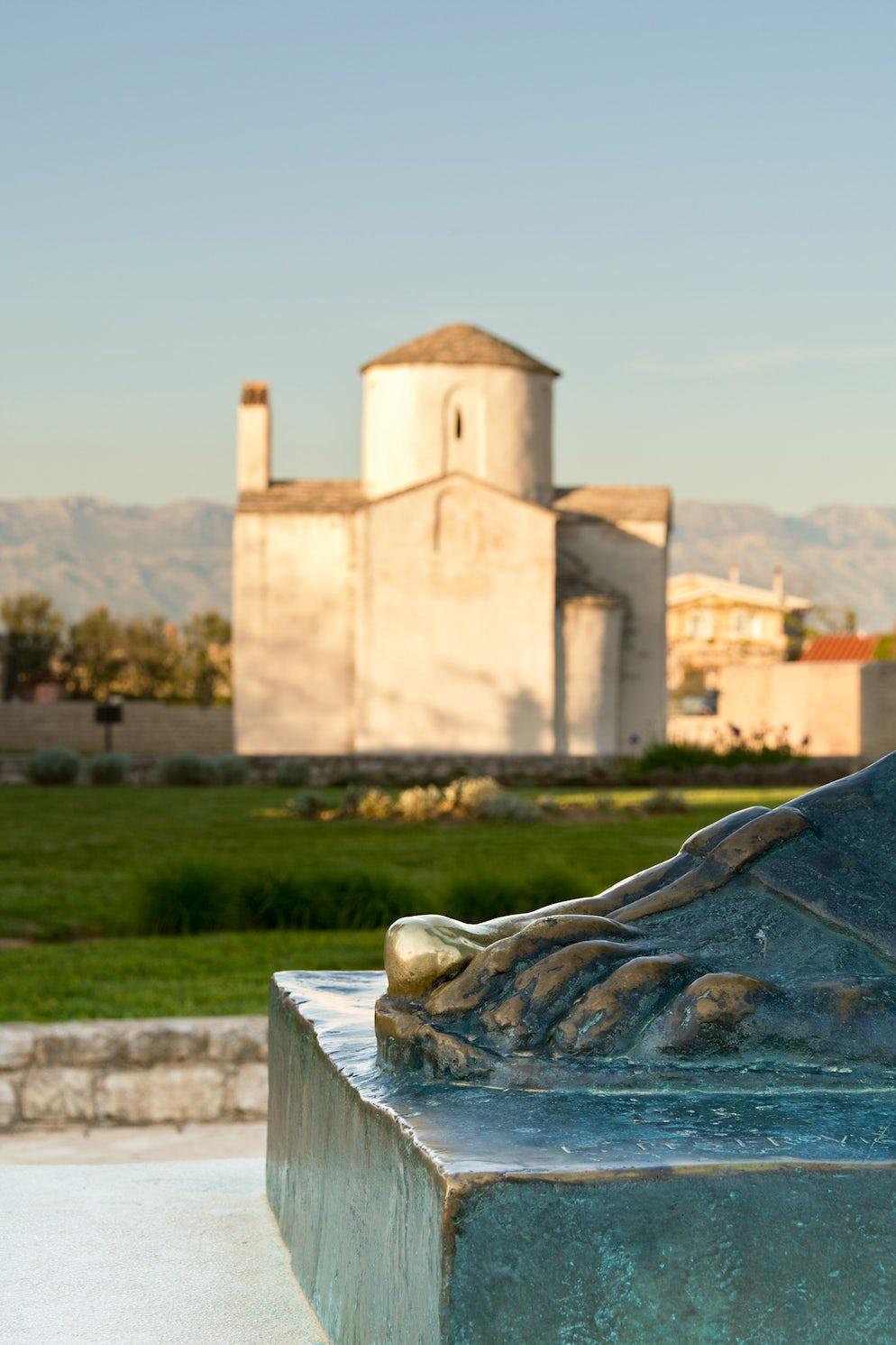 Grgur Ninski Statue in Nin; Photo © credits: darioracane