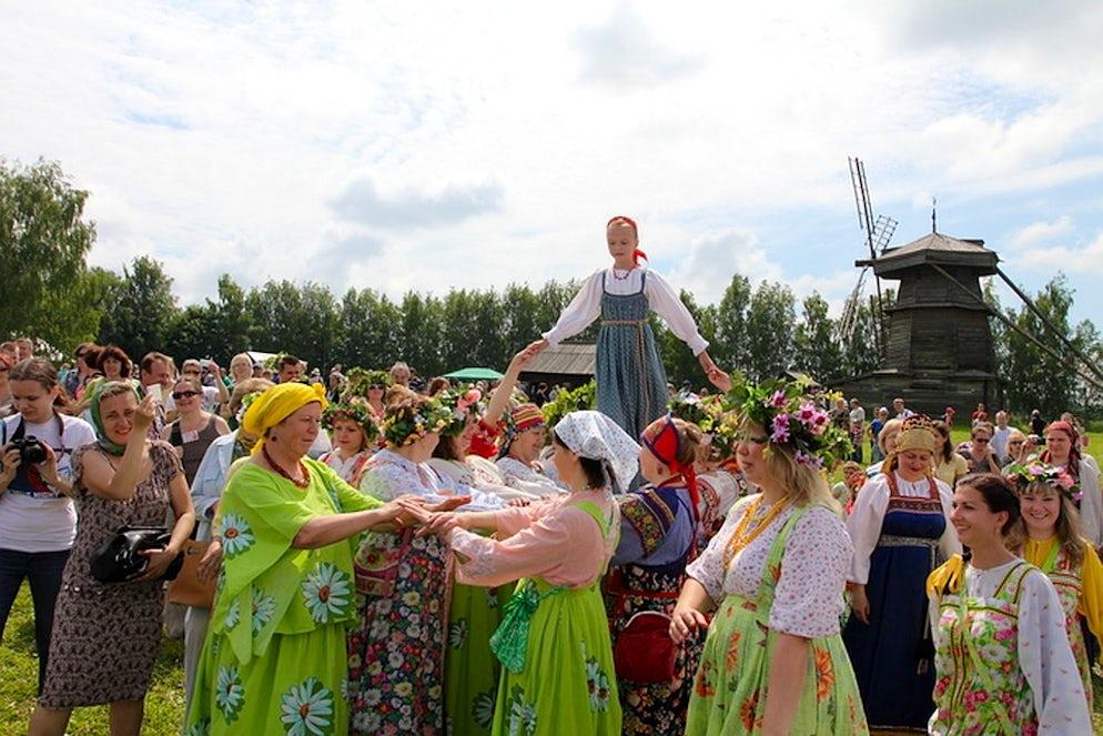 Photo © credits to kompravda.eu. Trinity Sunday in Suzdal