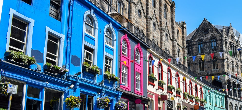 Picture Credits to Julio Fernandez - Victoria Street. Edimburgh.