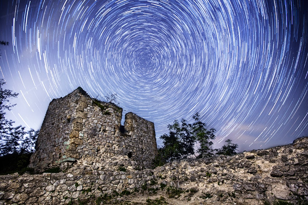 Sokograd and the starry sky © Credits to Rile14