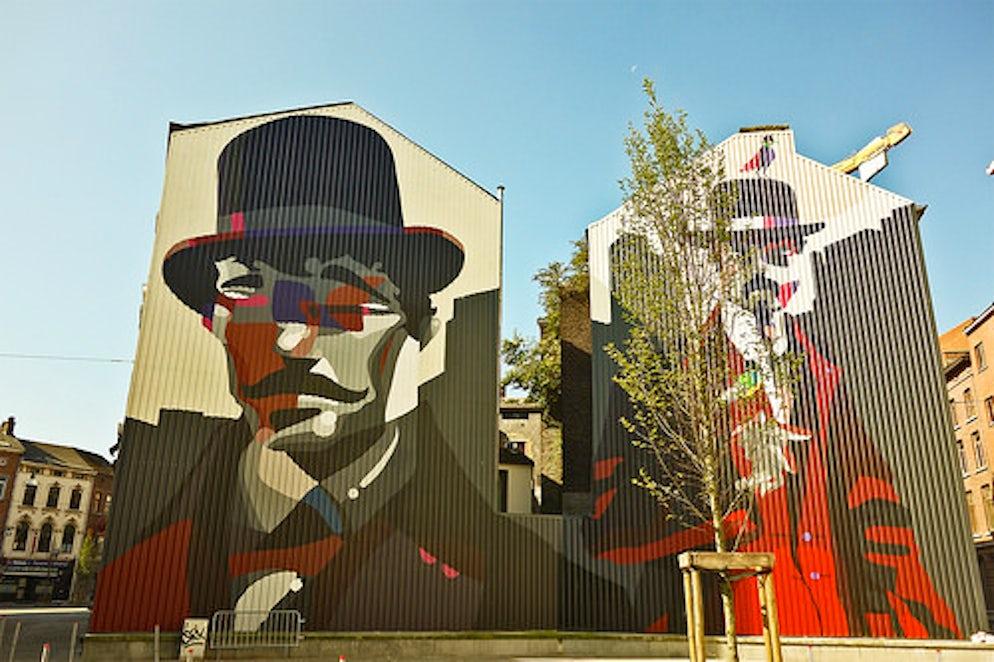 Sozyone Gonzalez's work in the square between rue de Marchienne and rue du Moulin © Leslie ArtamonowArtamonow