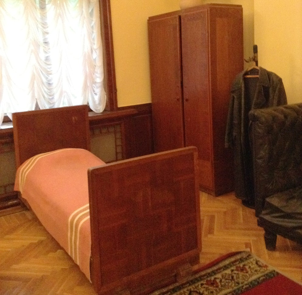 Photo © credits to Victoria Derzhavina. Stalin's bed