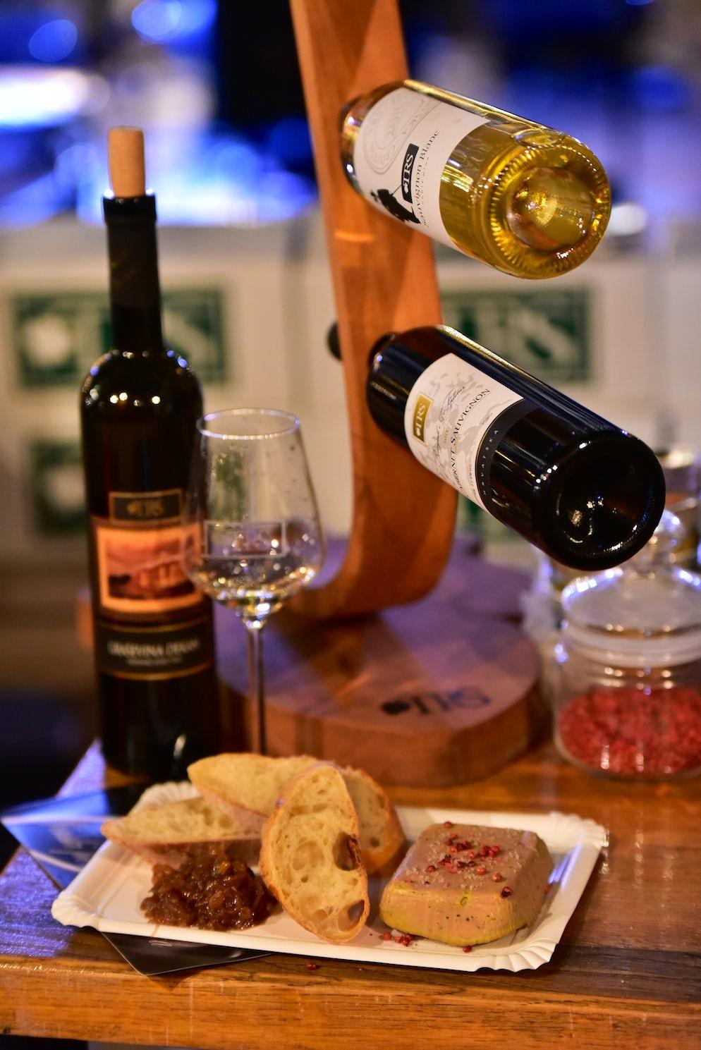 Wine and food on Zadar Advent; Photo © credits: Iva Perinčić