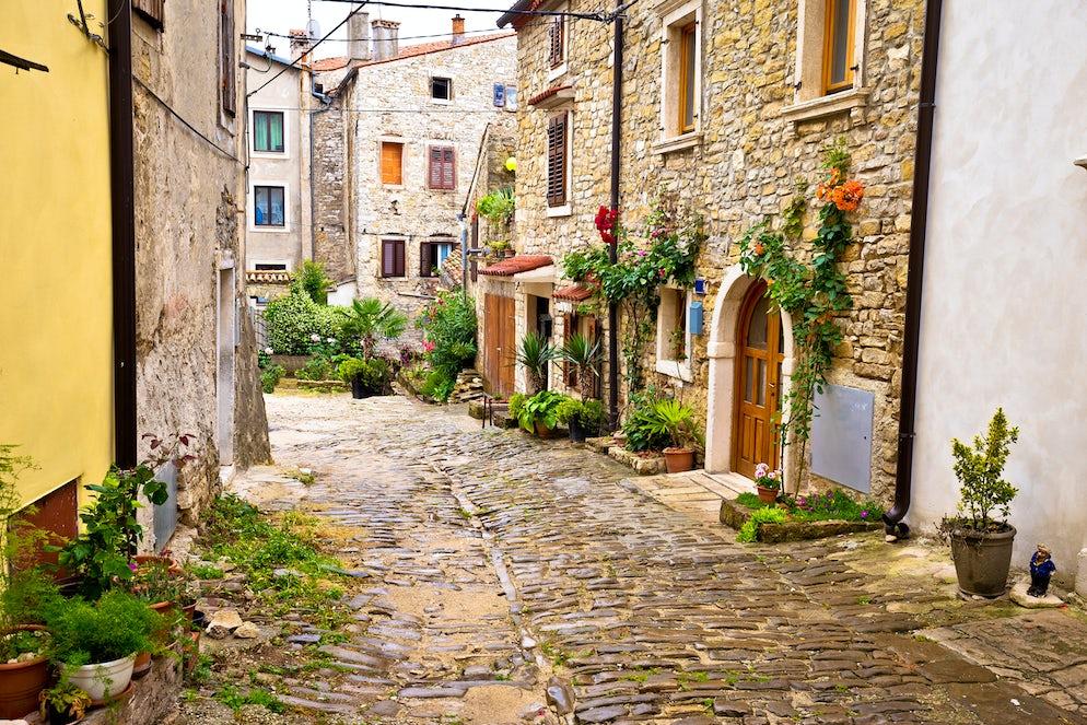 Buje/Buie street, Photo © credits: xbrchx