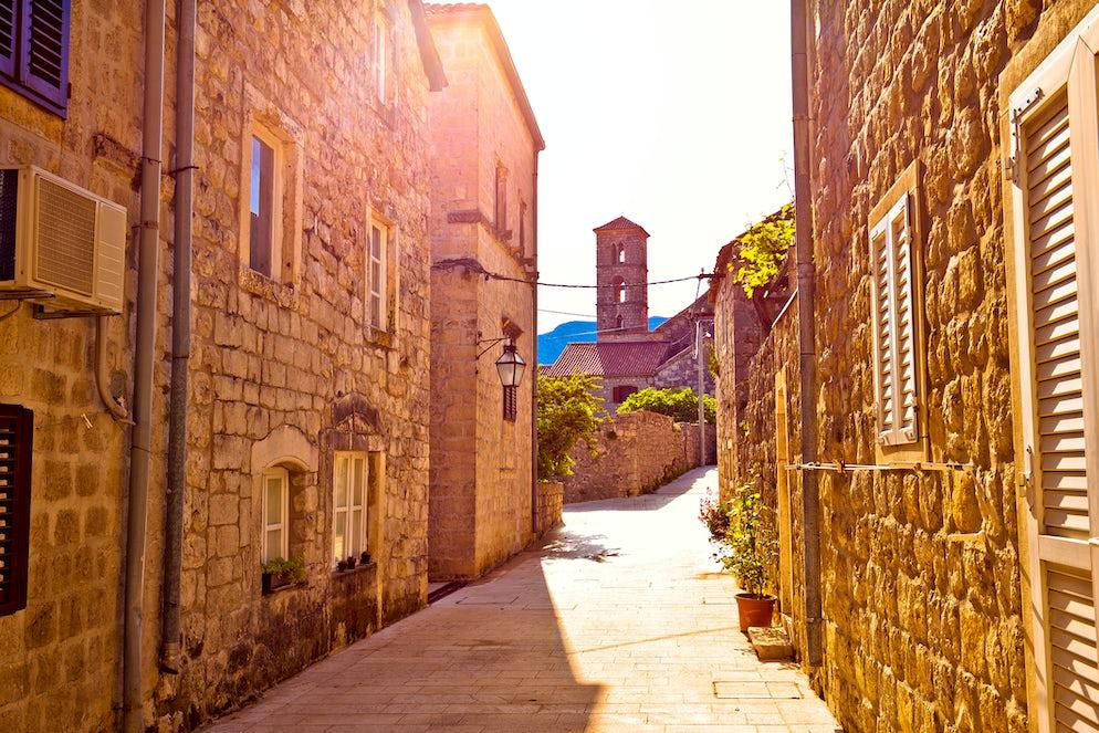 Street in Ston; Photo © credits: xbrchx
