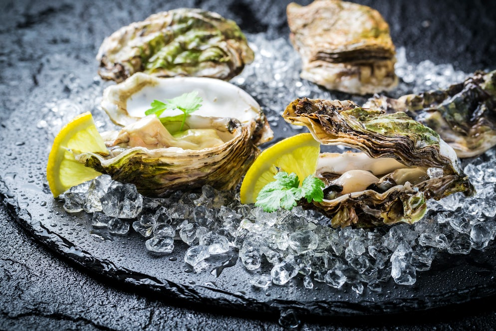 Oysters with lemon; Photo © credits: Shaiith