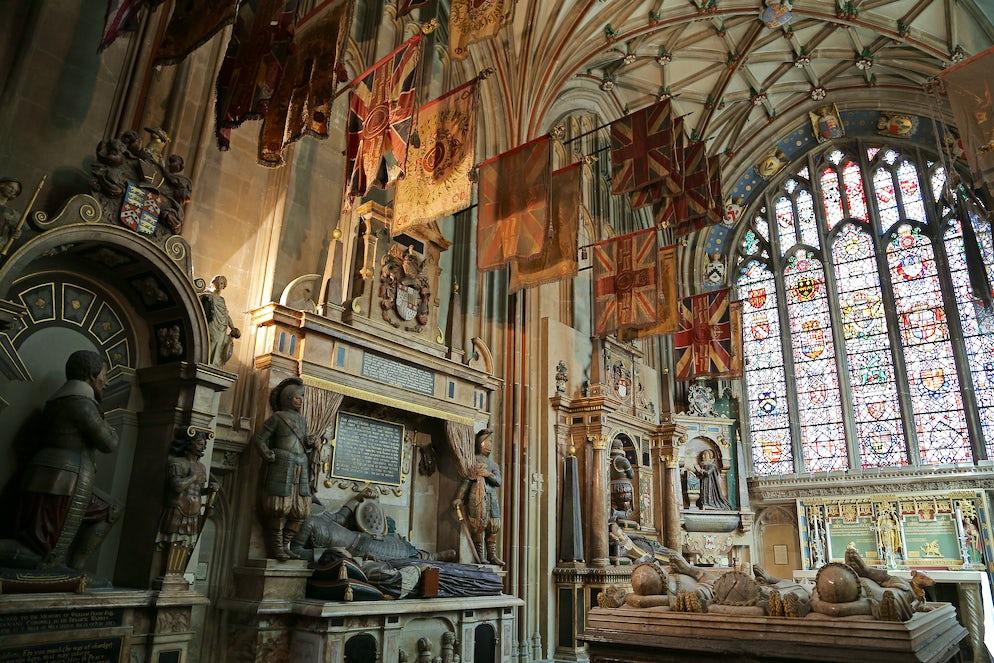 © IVANVIEITO (Inside Canterbury Cathedral)