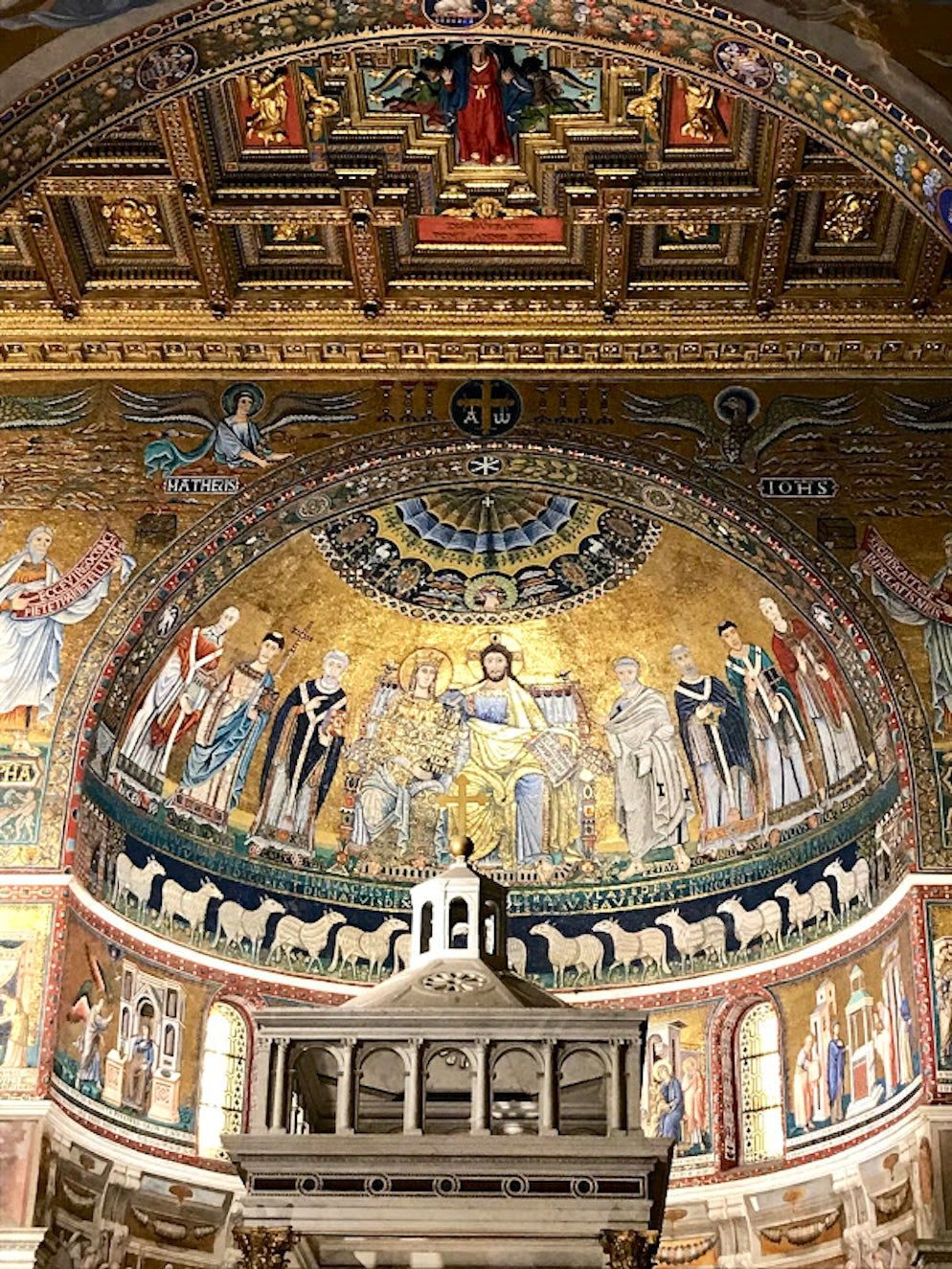 The interior of Basilica of Our Lady in Trastevere. Photo ©  Vy Dan Tran.