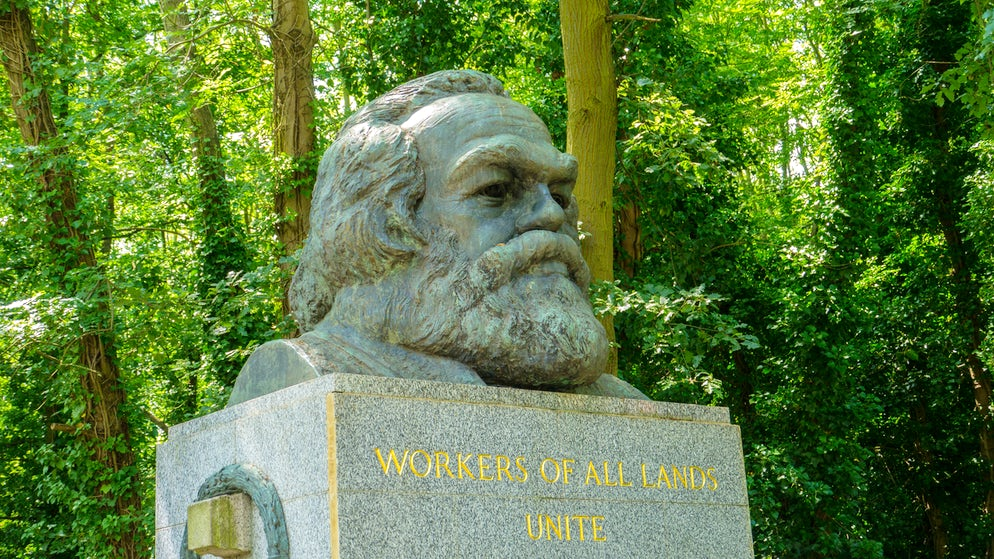 © LWilk (Karl Marx in North London)