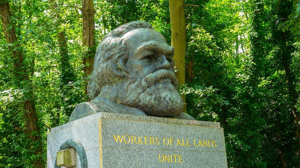 © LWilk (Karl Marx in North London)