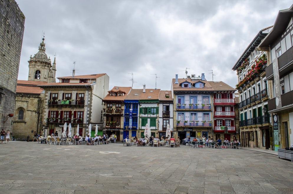 © DoloresGiraldez (bars, cafes and restaurants in Hondarribia's old town)