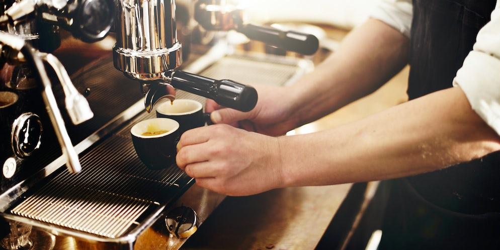 Barista making an espresso © Credits to Rawpixel