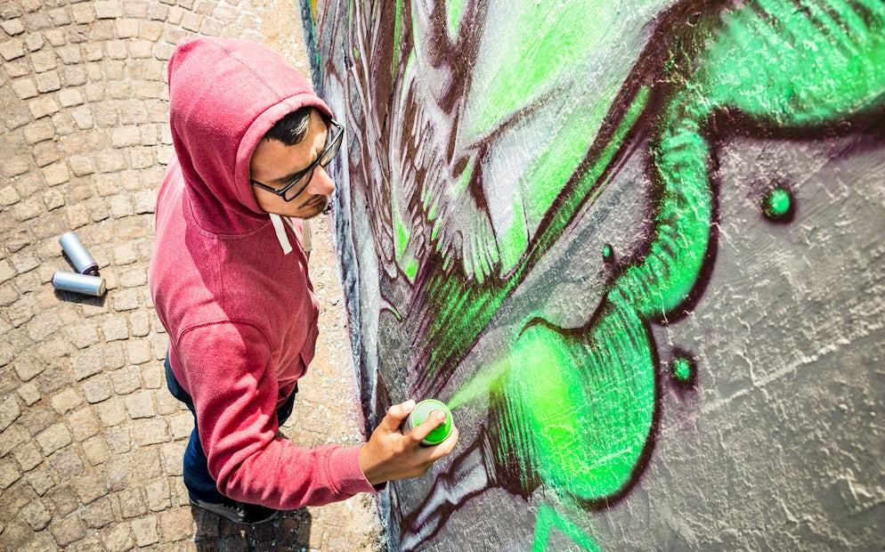 Streetartist © To iStock/ViewApart