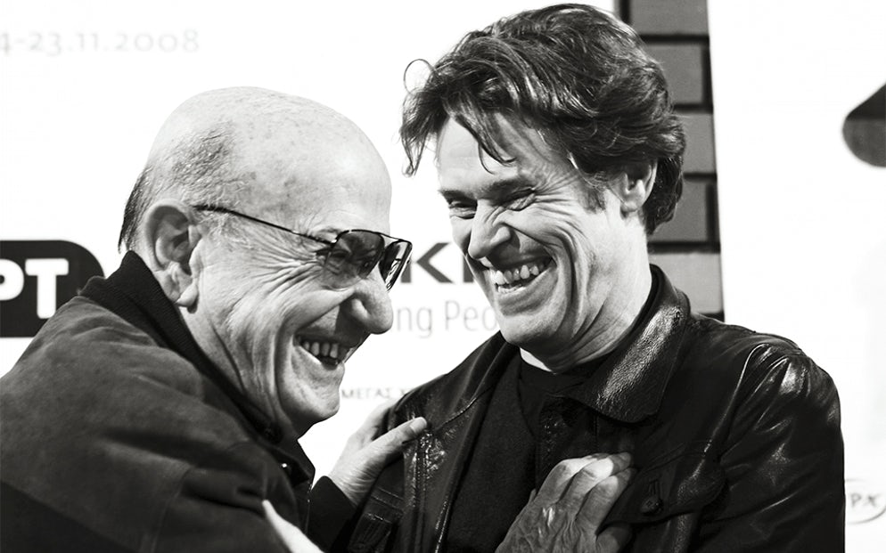Theo Angelopoulos jokes with Willem Dafoe, the star of his 2008 film The Dust of Time. © Thessaloniki Festival Archive