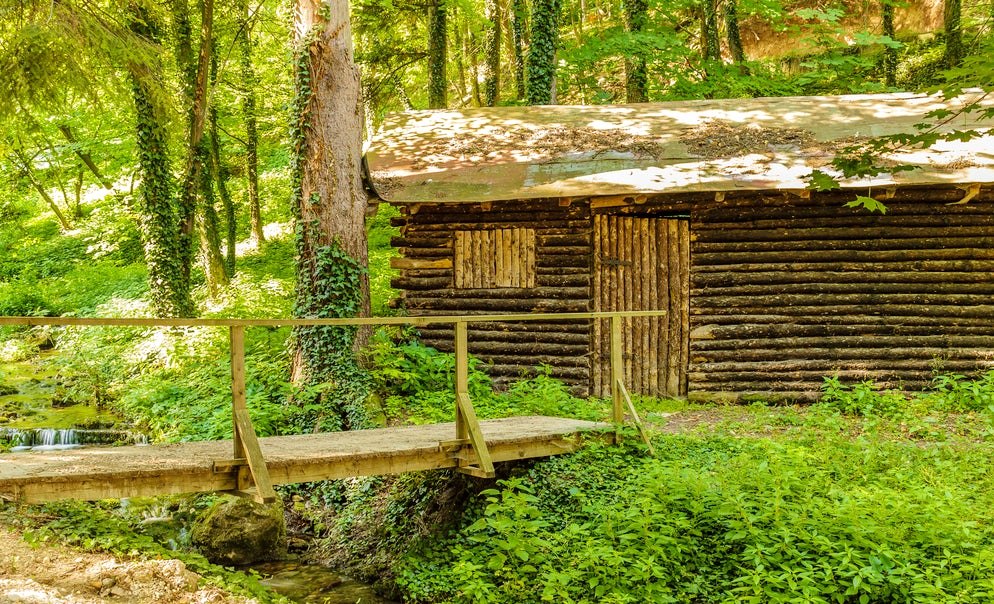The old wooden cottage next to a stream in Sokobanja, Serbia © Credits to Zaklina Miljkovic
