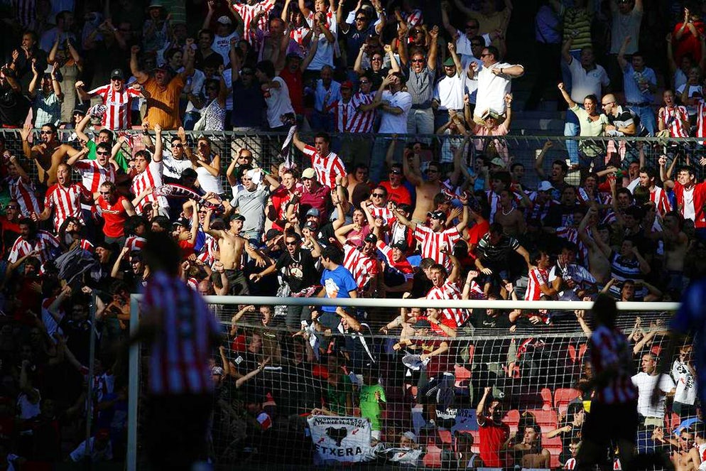 © Tsutomu Takasu (Athletic Bilbao fans celebrating with passion)