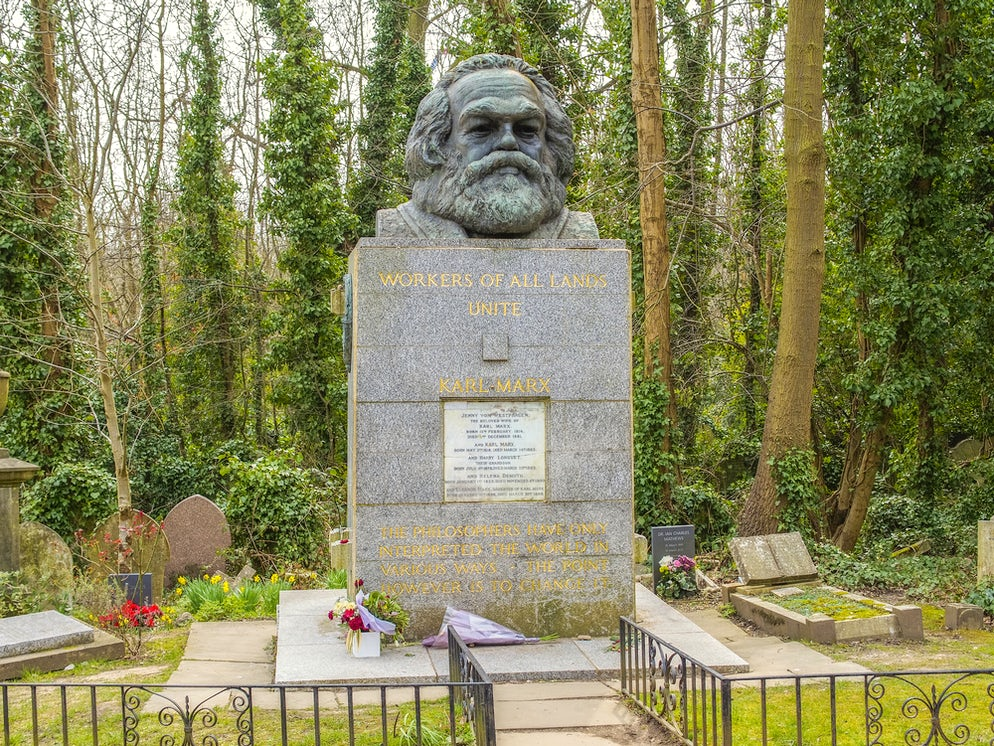 © alexkuehni (The Tomb of Karl Marx in Highgate Cemetary)