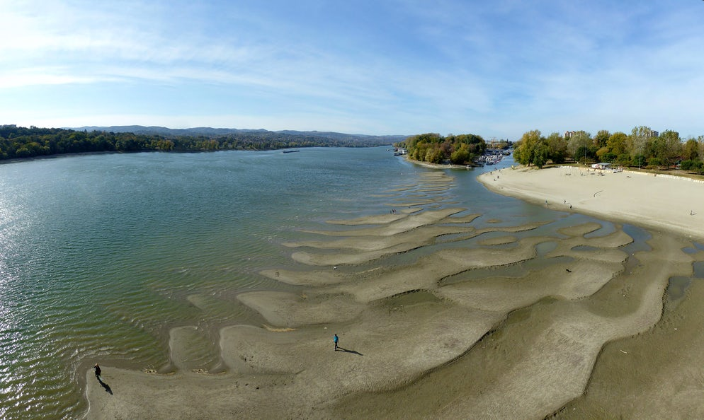 Low level of Danube at the Strand beach © Credits to undefined undefined