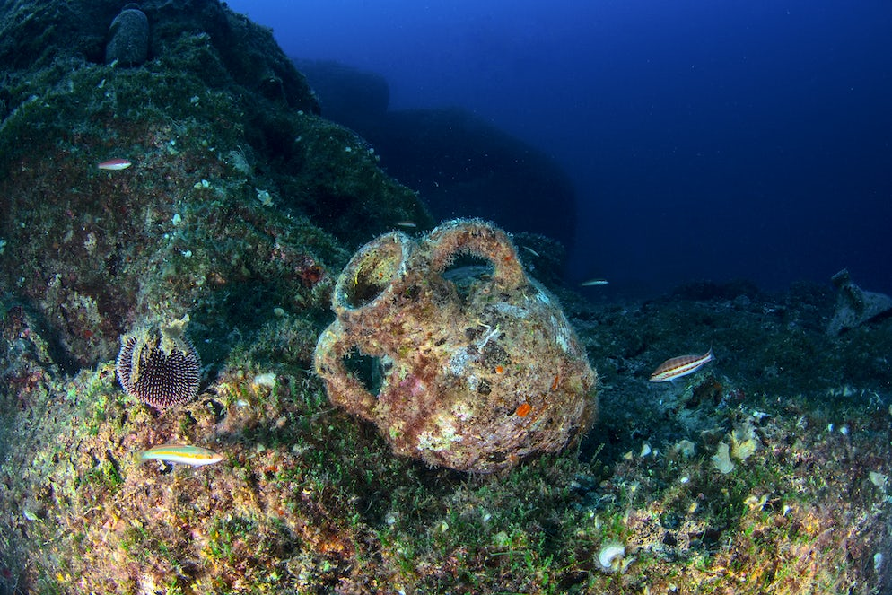 Amphora under the sea; Photo © credits: atese