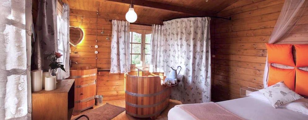 Trascorrere una notte in una casa sull\'albero in Piemonte