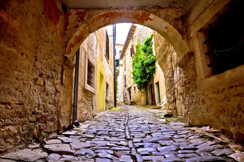 Grožnjan/Grisignana cobblestone street; Photo © credits: xbrchx