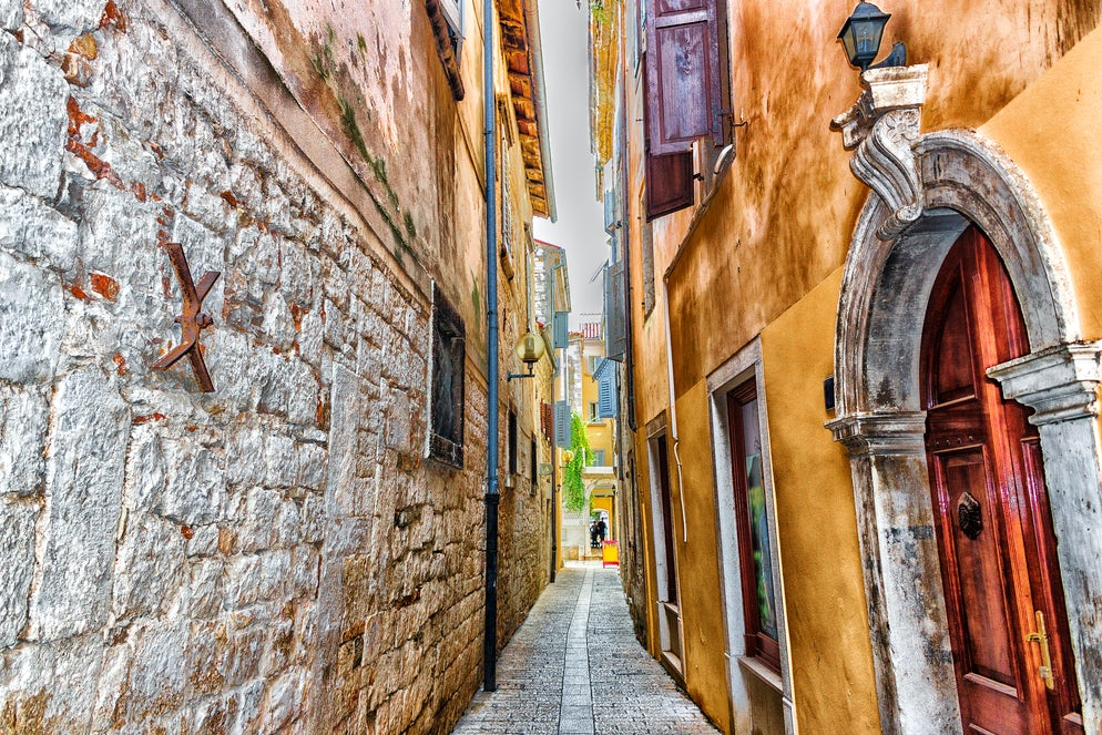Poreč narrow street; Photo © credits: GoneWithTheWindStock
