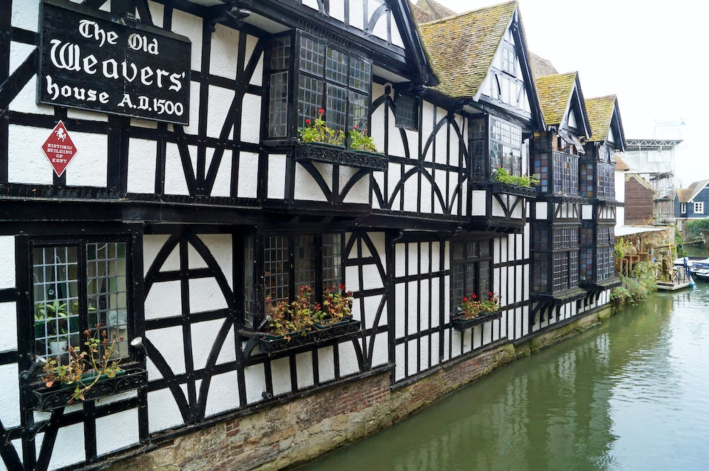 © PaulSturmey (The Old Weaver's House, riverside pub and restaurant from 1500)