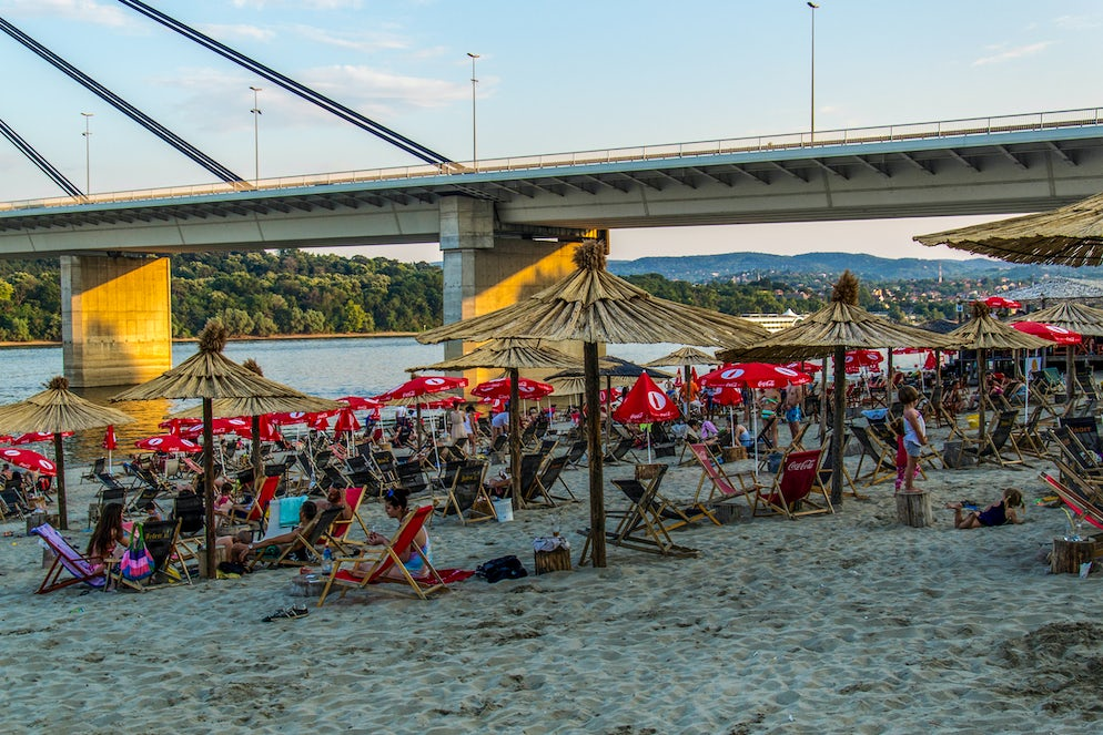 Crowd at the Strand beach © Credits to nedomacki
