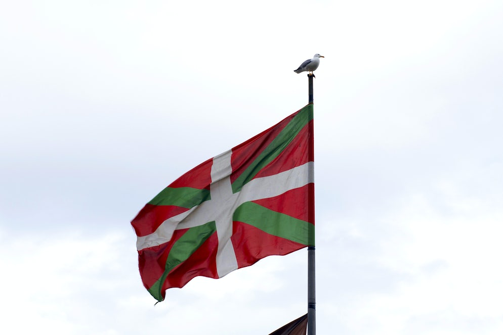 © javitrapero (The Ikurrina, flag of the Basque Country, which can be seen all over the French and Spanish Basque regions)