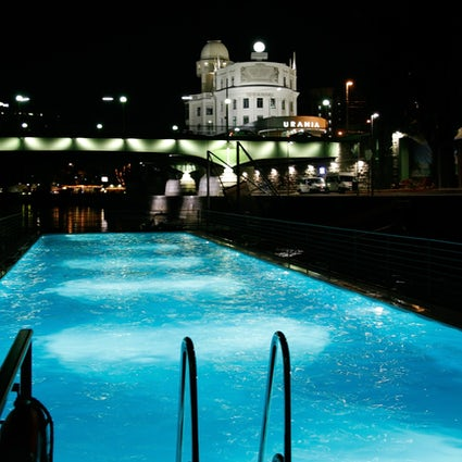 Floating swimming pool in the centre of Vienna