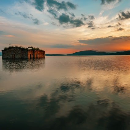 Discover Zhrebchevo: a church, a village and a lake