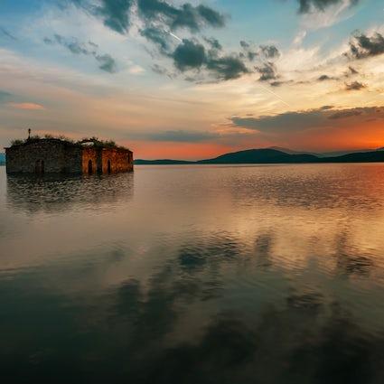 Descubra Zhrebchevo: una iglesia, un pueblo y un lago
