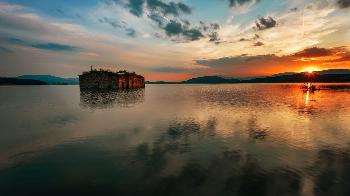 Discover Zhrebchevo: a church, a village and a lake