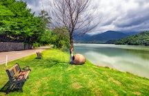 Kvareli, en Kakhetia: vino, vistas espléndidas, lagos