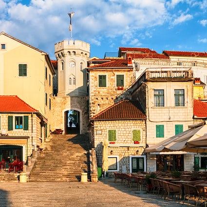 Herceg Novi - eine Stadt der Treppe