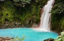 Ökotourismus Hotspot: Erkunden des Rio Celeste, seiner Wege und des Wasserfalls